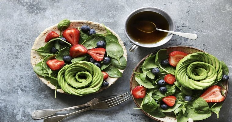 Mixed salad with spinach,berries and avocado rose with honey mustard dressing - 5 Crazy Instagram Food Trends Ain't Nobody Got Time For
