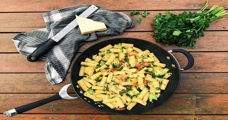 Smashed Broccoli and Prosciutto Pasta