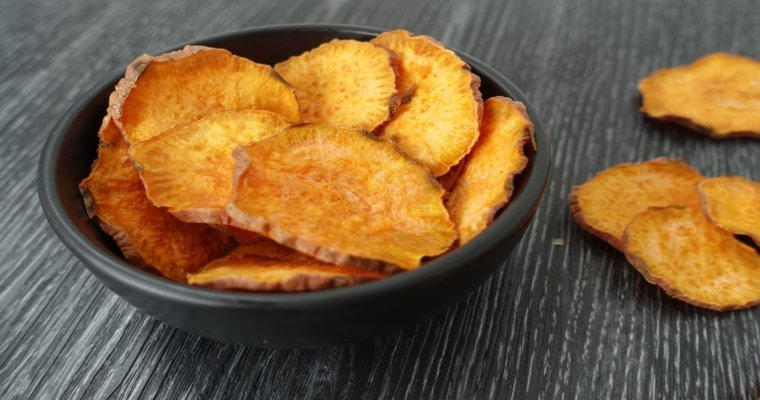 Microwave Sweet Potato Chips. Get the recipe here #healthy #snack