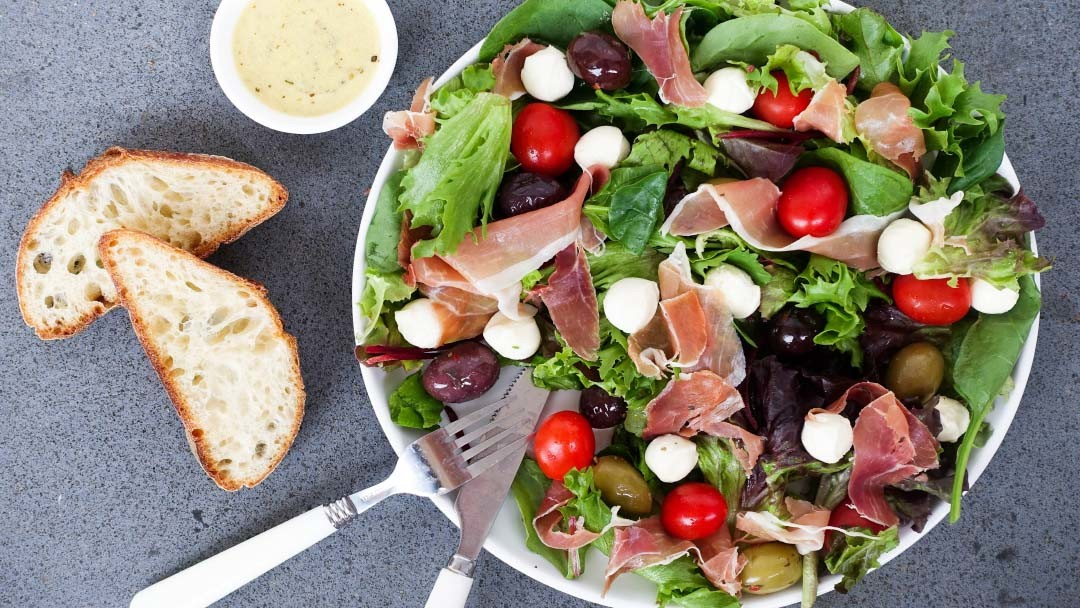 The 5 Minute No-Chop Salad that is Absolutely Delicious