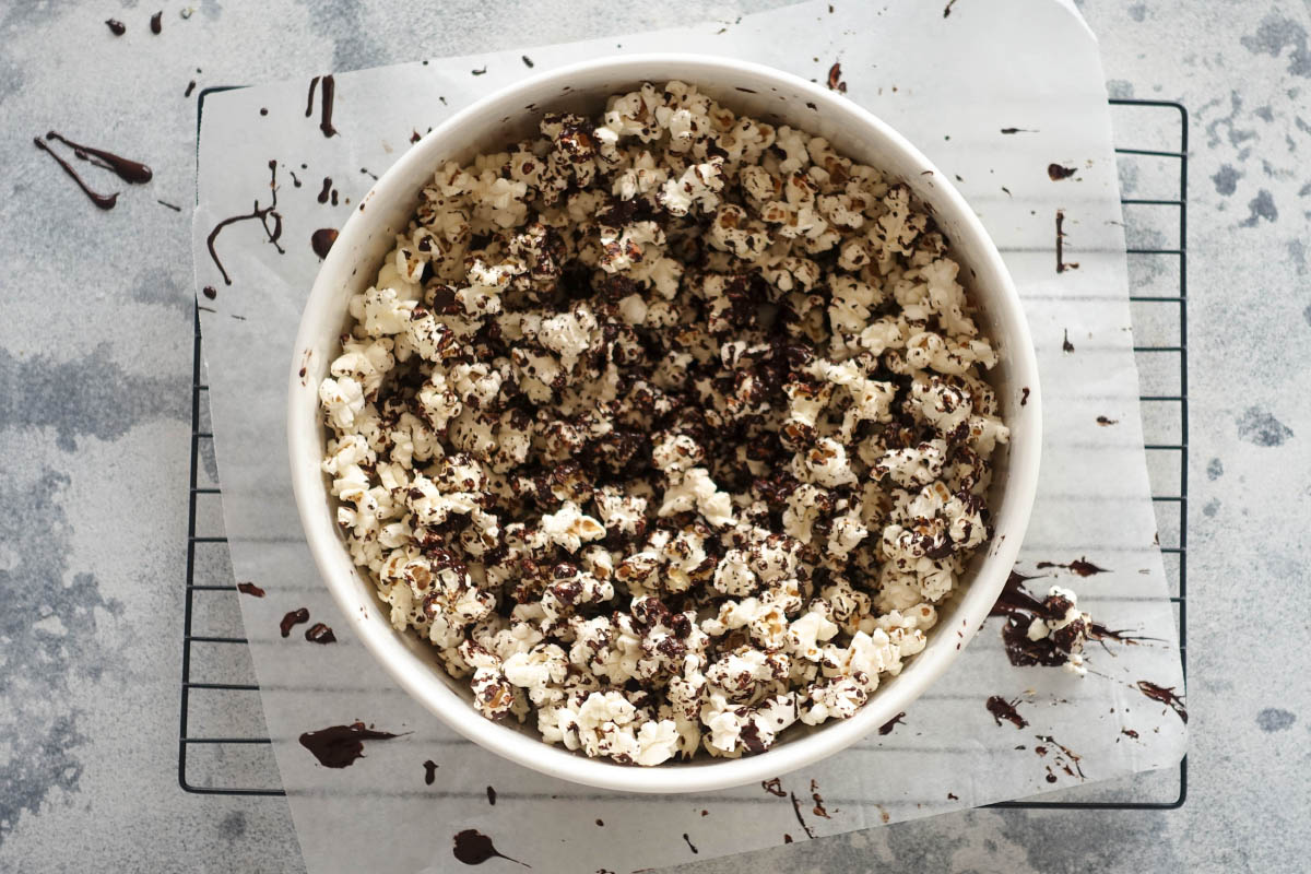 Salted Dark Chocolate Popcorn – Super Easy & Totally Addictive